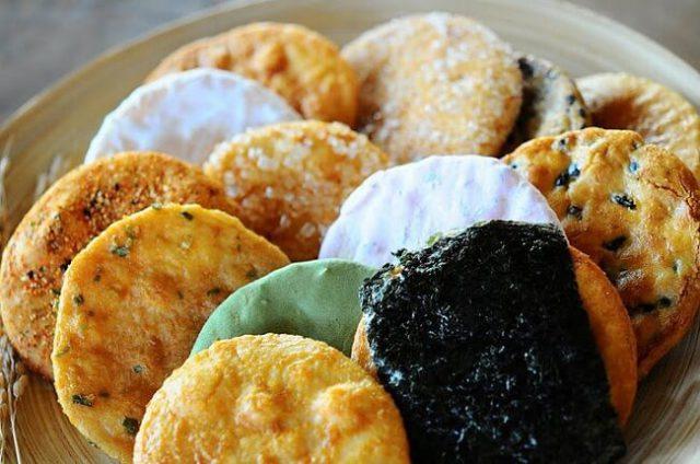 Mua bánh Senbei Nhật Bản